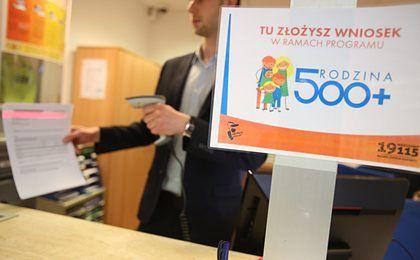 Ruszył program 500+. Polacy składają wnioski lawinowo
