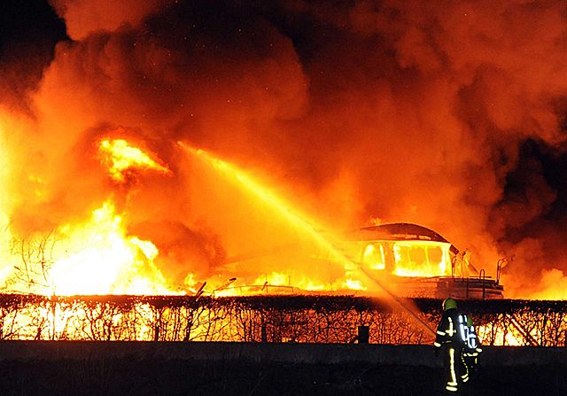Ogień trawił wszystko. Strażacy nie dawali sobie rady