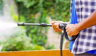 Podstawowy osprzęt myjki ciśnieniowej to wąż, lanca i pistolet.