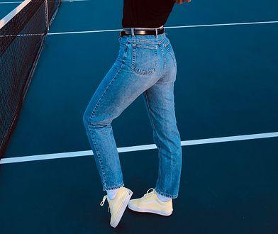 Jeansy o prostych lub lekko zwężanych nogawkach do kostek to polecany model na wiosnę