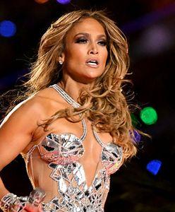 Jennifer Lopez w nietypowym garniturze. Tak reklamuje kolekcję butów