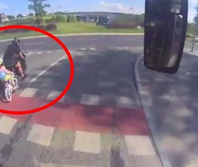 Olsztyn. Trwają poszukiwania motocyklisty, który potrącił dziecko. Pojazd nie miał tablicy rejestracyjnej