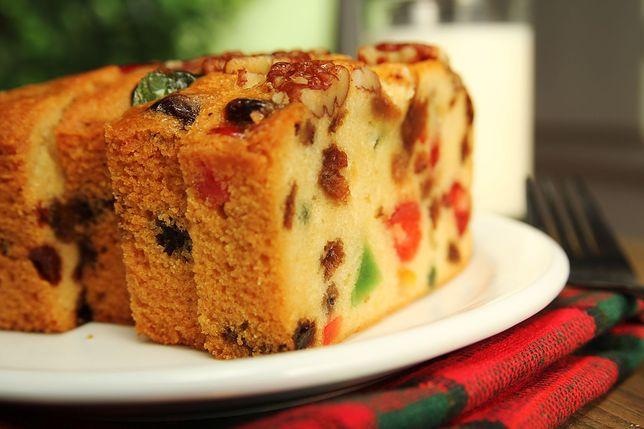 Tradycyjne keks wypełniony jest wieloma dodatkami: bakaliami i owocami kandyzowanymi. Przepisy na keks