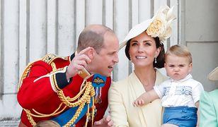 """""""Trooping the colour"""" to oficjalne uroczystości z okazji urodzin królowej Elżbiety II. Mogliśmy znów zobaczyć dzieci Kate i Williama"""