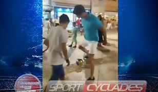 Niesamowite zachowanie Roberta Lewandowskiego. Zaczął grać w piłkę... z miejscowymi dzieciakami