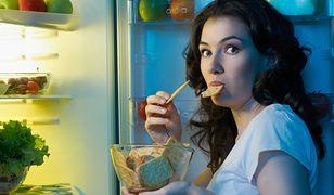 Szybkie jedzenie przyczyną tycia. Naukowcy mają na to dowody