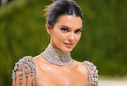 MET Gala 2021. Kendall Jenner w kryształowej sukni. Modelka odkryła całe ciało