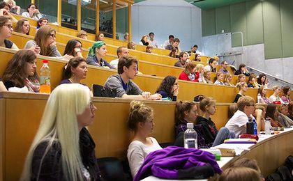 System edukacji w Polsce. Polska młodzież lubi się kształcić, jest w europejskiej czołówce