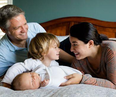 Macocha, jako najważniejsza kobieta w życiu ojca dzieci, powinna dawać im przykład.