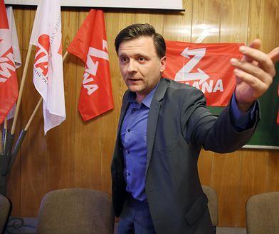 Oskarżony o szpiegostwo Mateusz Piskorski wychodzi z aresztu
