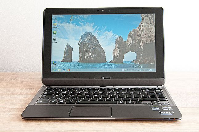 Toshiba U920T na blacie biurka