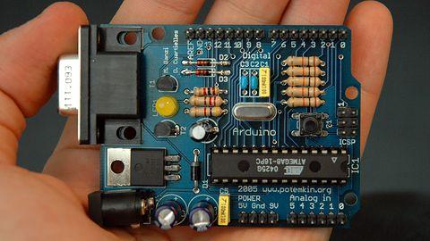Kto ma prawa do Arduino? Podzielona społeczność i sprzeczne wizje biznesu