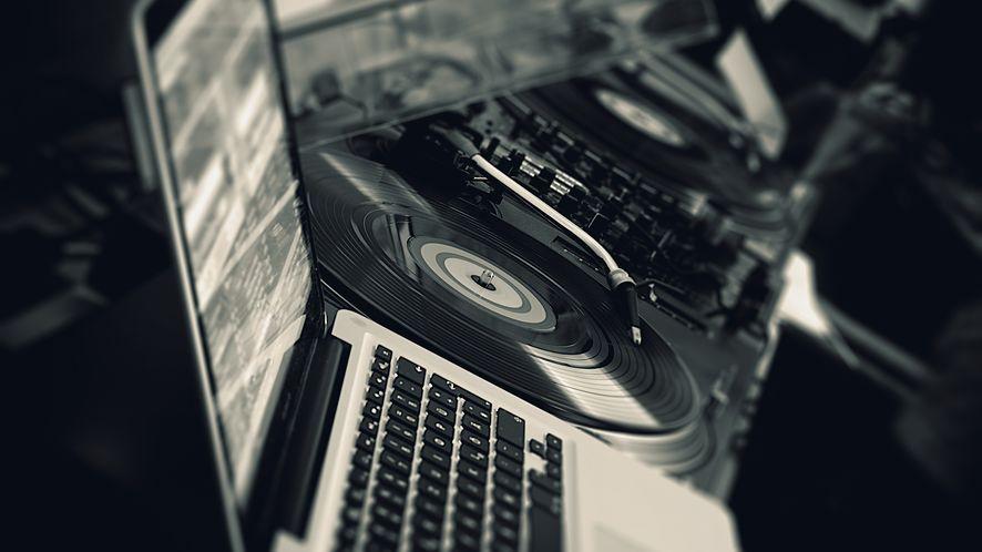 djay Pro w końcu na Windowsie. Surface Studio komputerem dla DJ-a?