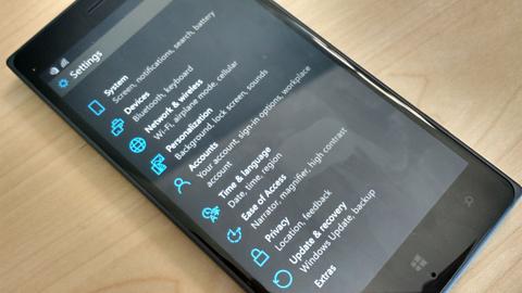 Polak twierdzi, że uruchomił aplikacje Google na mobilnym Windowsie 10