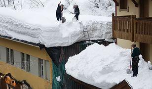 Jak się może skończyć odśnieżanie dachu?