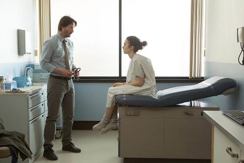 Netflix rośnie w siłę. Festiwalowy hit z Keanu Reevesem i Lily Collins pojawi się w cyfrowej dystrybucji