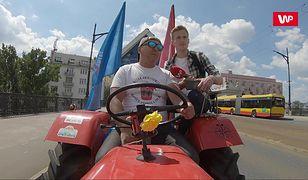 Jeździł traktorem po Warszawie. Ludzie nie mogli uwierzyć własnym oczom