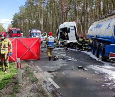 Tragiczny wypadek pod Tanowem. Mercedes uderzył w cysternę. Kobieta zginęła na miejscu
