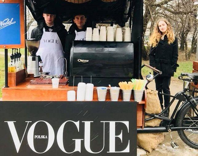 """Co łączy polski """"Vogue"""" i czekoladę? Odpowiedź znaleźliśmy w budce"""