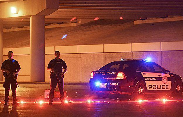 Policja przed budynkiem wystawowym Curtis Culwell Center, gdzie doszło do zamachu