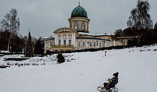 Piękny budynek pijalni wód mineralnych Zdrój Wojciech w Lądku-Zdroju