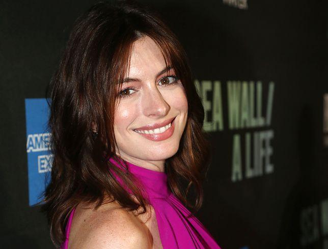 Anne Hathaway chciała ukryć informację o porodzie
