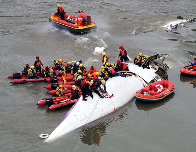 Zginęły 43 osoby, bo piloci wyłączyli sprawny silnik
