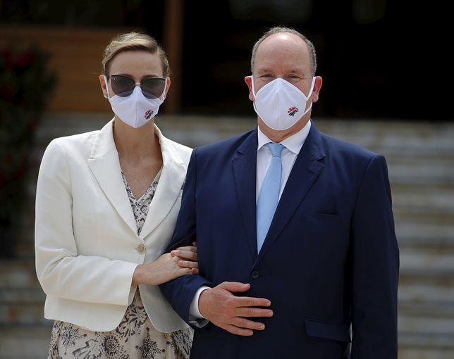 Książę i księżna Monako w maseczkach