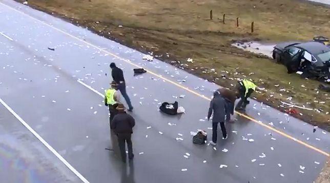 Wypadek samochodu przewożącego gotówkę. Pieniądze dosłownie spadały z nieba