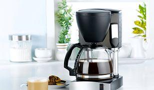 Ekspres przelewowy do kawy pozwala na zaprzenie kilku filiżanek aromatycznego napoju jednocześnie
