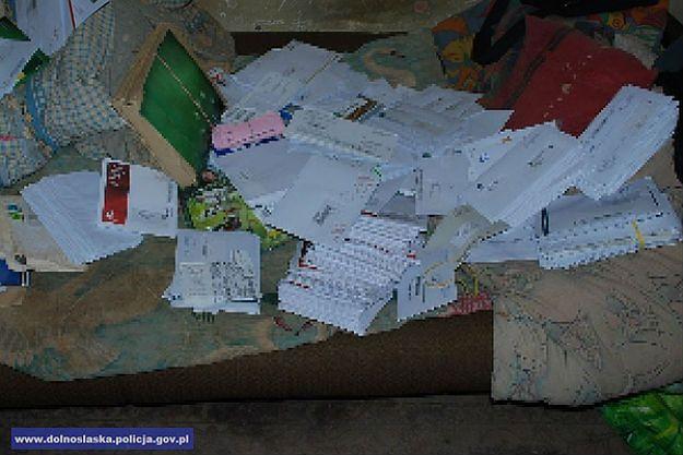 Policjanci z Legnicy przyjechali do awantury. Znaleźli setki listów i przesyłek pocztowych.