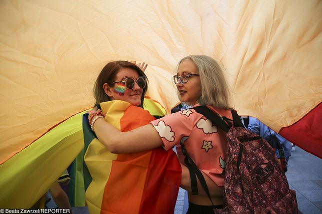 Powstała pierwsza w Polsce kancelaria prawna dla gejów i lesbijek. Załatwia adopcje i uznanie związków małżeńskich.