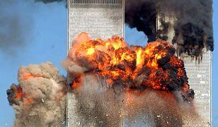 Samolot uderza w wieżę WTC