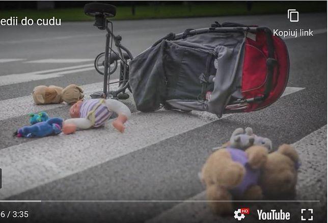 """Śląskie. Spot pod nazwą """"Od tragedii do cudu"""" uświadamia, że niebezpieczeństwa w ruchu drogowym nie można przewidzieć."""