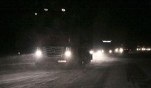 Śnieg na południu Polski: zablokowane drogi, wiele kolizji