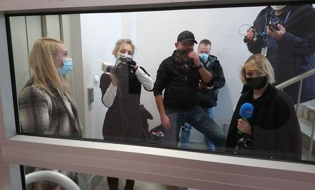 Dziennikarze mediów przed siedzibą Strajku Kobiet