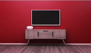 Telewizory OLED są dość cienkie i umożliwiają wyświetlanie głębokiej czerni