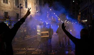 Barcelona. Tysiące manifestantów starło się z policją w stolicy Katalonii. Do zamieszek doszło w sobotę, 26 października. Kilkanaście osób jest rannych