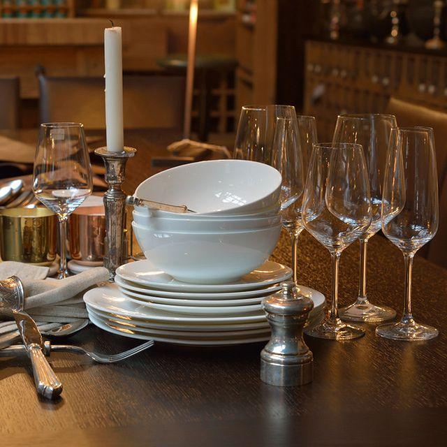 Dekoracja stołu: obiad w bezczasie