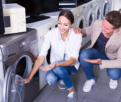 Suszenie prania w suszarce lub pralkosuszarce pozwala zaoszczędzić dużo czasu