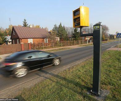 Charakterystyczne żółte skrzynki poprzedzone są odpowiednim znakiem. Kamery na skrzyżowaniach już nie - i raczej długo nie będą