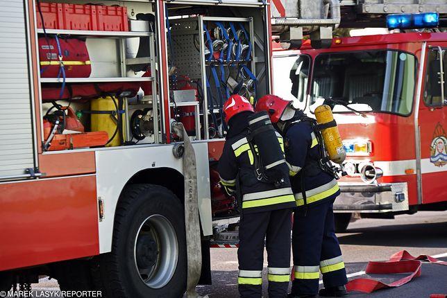 Strażacy ewakuowali mieszkańców budynku