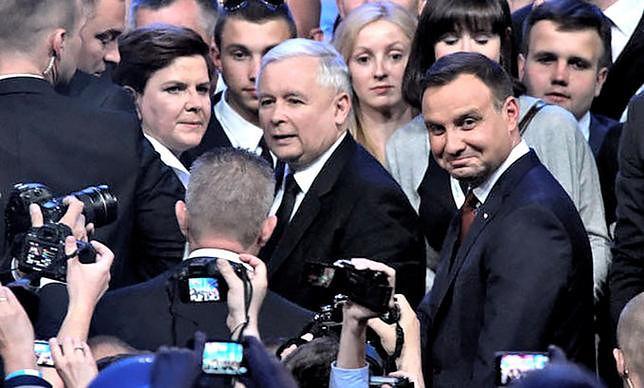 """Prezes PiS najwięcej zyskuje na """"Uchu Prezesa"""""""