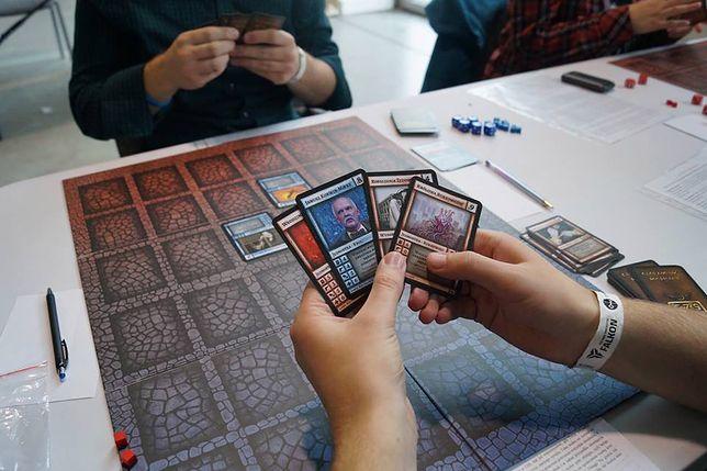 Ta gra cieszy się ogromną popularnością wśród nastolatków