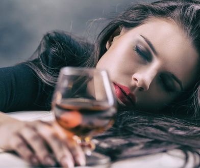"""Kobieta zamawia drinka, a barman wie, że potrzebuje pomocy. To """"kod"""" bezpieczeństwa"""