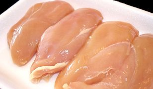 W 100 g filetu kurczaka jest 121 kcal
