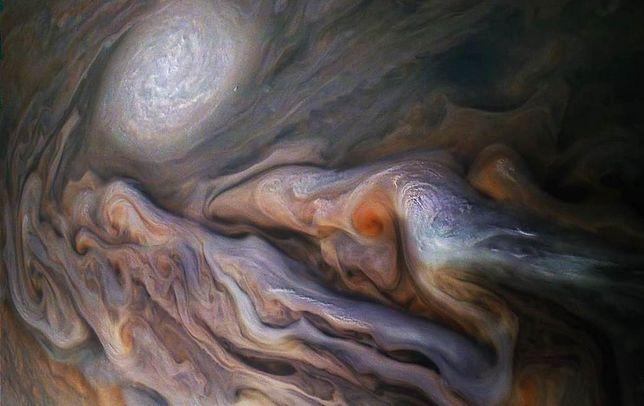 Dziwne burze na Jowiszu. NASA pokazuje niesamowitą symulację [Wideo]