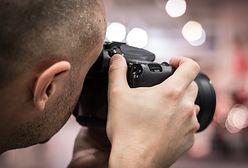 Akt oskarżenia wobec fotografa, który miał zwabiać i gwałcić modelki