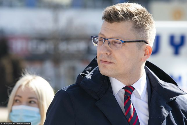 """Marcin Warchoł po raz kolejny bez maseczki. Rzecznik rządu: """"Zaskakujące zachowanie. Wstyd"""""""