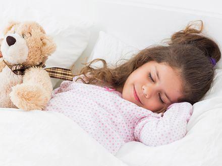 Nieregularny sen dzieci to gorsze wyniki w nauce
